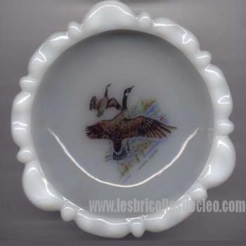 Vintage milkglass ashtray Canada goose picture