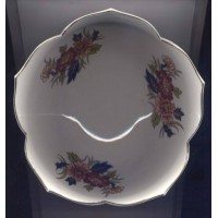 Imari Porcelain Bowl Scalloped Edges Gold Trim Handcrafted