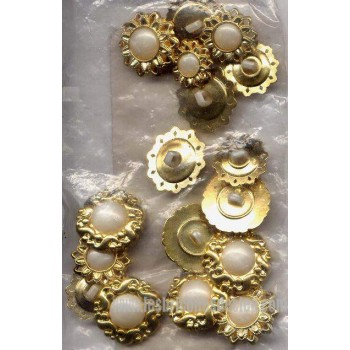 Buttons White Pearl Gold Shank 33 D4057