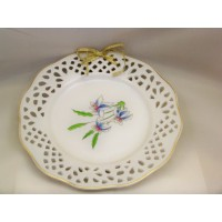 picture-decorative-white-plate-perforated-gold-border-4