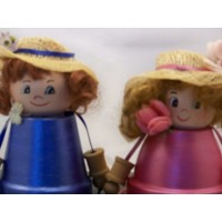 picture-sitting-girls-made-of-clay-flower-pots-2
