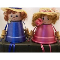 picture-sitting-girls-made-of-clay-flower-pots-3